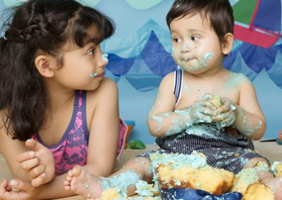 cake smash photography with sibling